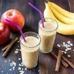 Смузи из слив, банана и яблока