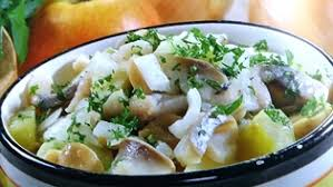 Салат с сельдью и маринованными грибами