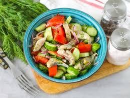 Овощной салат с копчёной сельдью