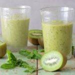 Смузи из киви, авокадо и йогурта