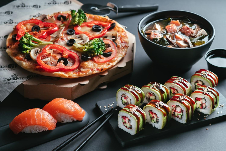 Почему люди предпочитают заказывать пиццу и суши на дом?
