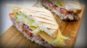 Закрытый бутерброд с тунцом