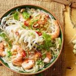 """Салат с морепродуктами и """"стеклянной"""" лапшой"""