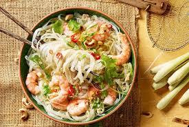 Салат с морепродуктами и «стеклянной» лапшой