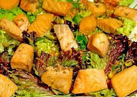 Салат с семгой и цитрусовой заправкой