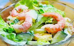 Салат из капусты с креветками
