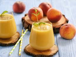 Абрикосовый смузи с апельсином и мороженым