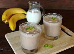 Банановый смузи с семенами льна и изюмом