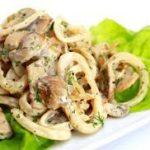 Экзотический салат с кальмаром и маракуйей