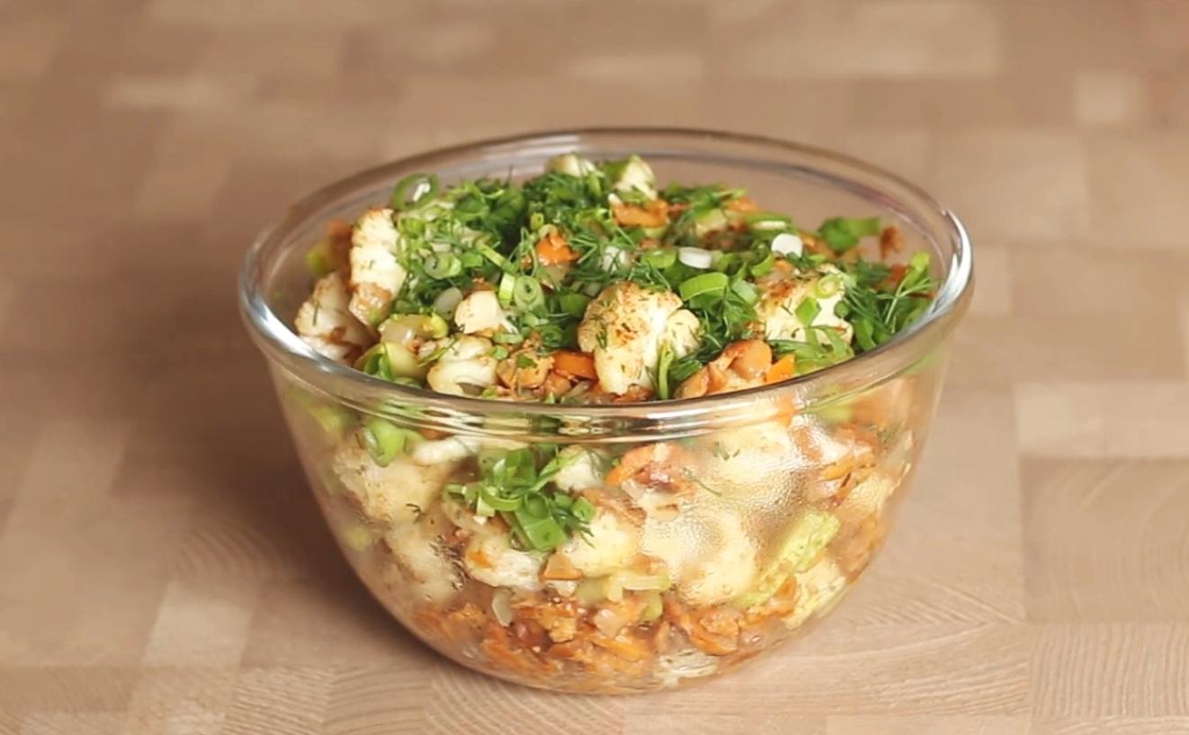 Салат с жареными лисичками. Лесное лукошко