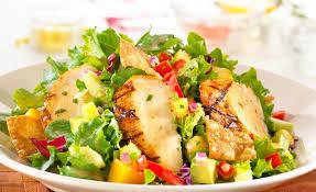Салат с капустой, курицей и манго по-вьетнамски