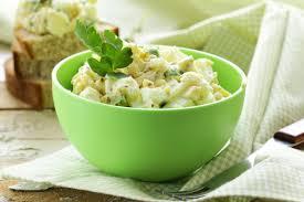 Яичный салат с горчицей и майонезом