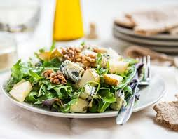 Салат с сыром Дор-Блю и сухариками