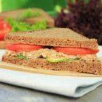Сэндвич с овощами и тунцом