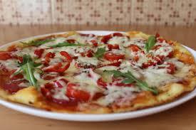 Пицца на томатном тесте