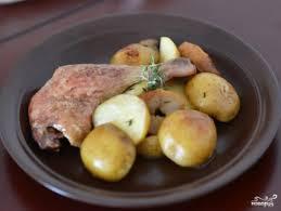 Утиные окорочка с картофелем и яблоками