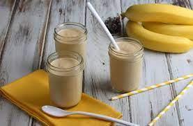 Молочный коктейль с бананом и финиками