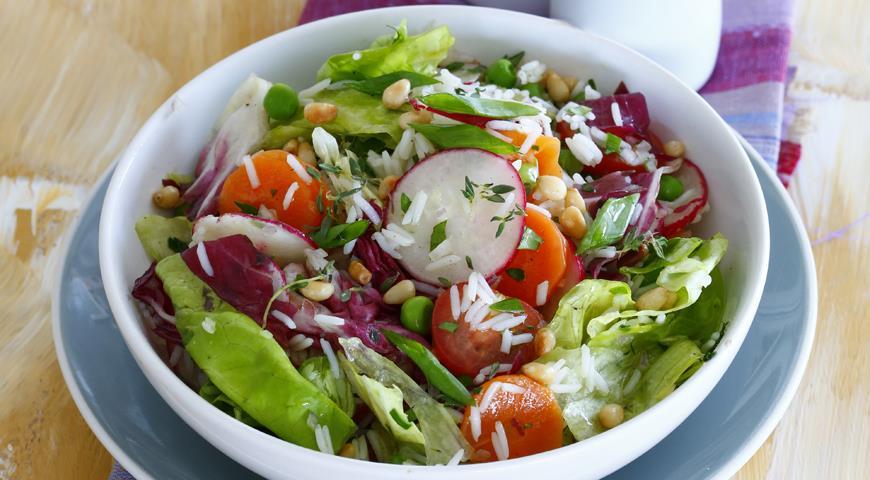 Салат из риса басмати с летними овощами