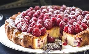 Мягкий пирог с малиной
