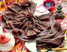 Шоколадные блины со смородиной