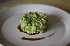 Тартар из свежего огурца и авокадо