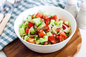 Салат летний из помидоров и огурцов