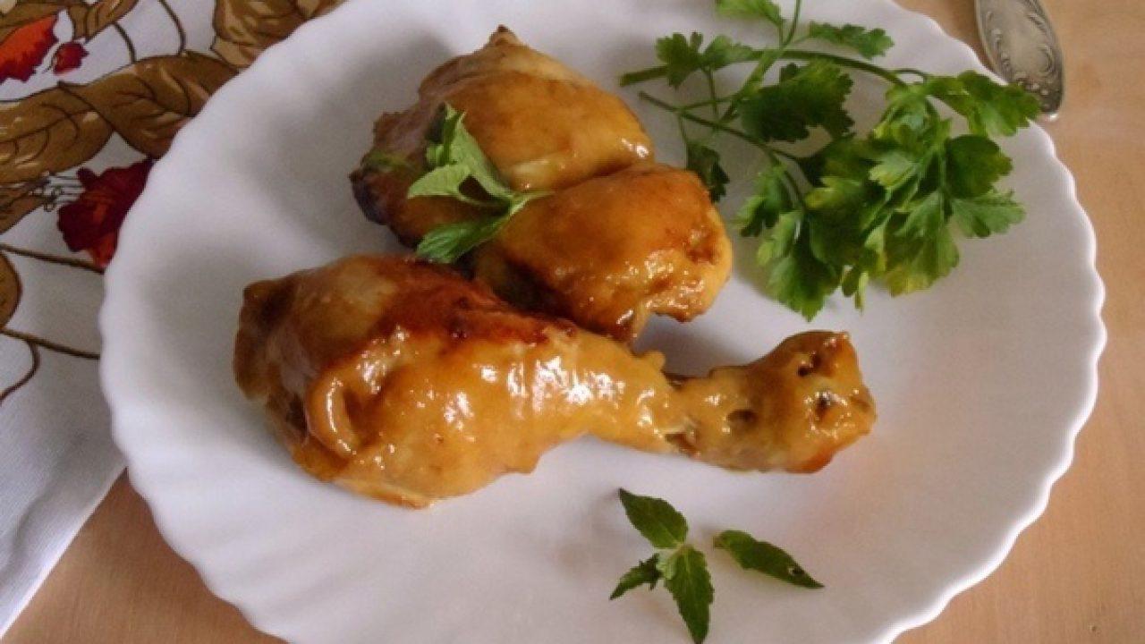 Курица в пряном маринаде, запеченная на сковороде