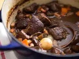 Запеченная говядина в винном соусе