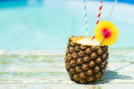 Коктейль «Пина-колада» в ананасе