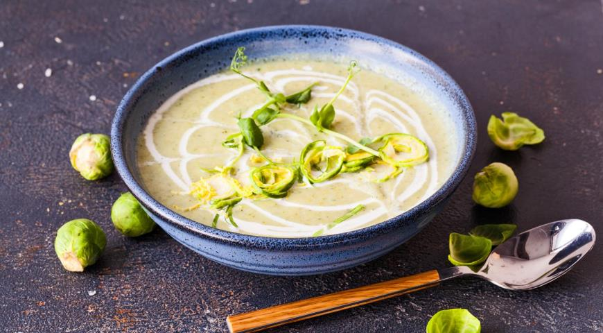 Суп-пюре из трех видов капусты с кешью